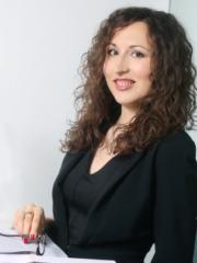 univerzitetna diplomirana pravnica s PDI, vsebinski vodja projekta EcoLexLife